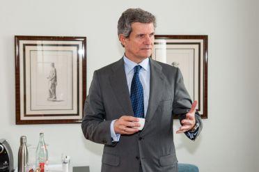 Francisco Riberas, presidente de Gestamp, durante su intervención en el Curso de Economía organizado por la APIE en la Universidad de Santander.