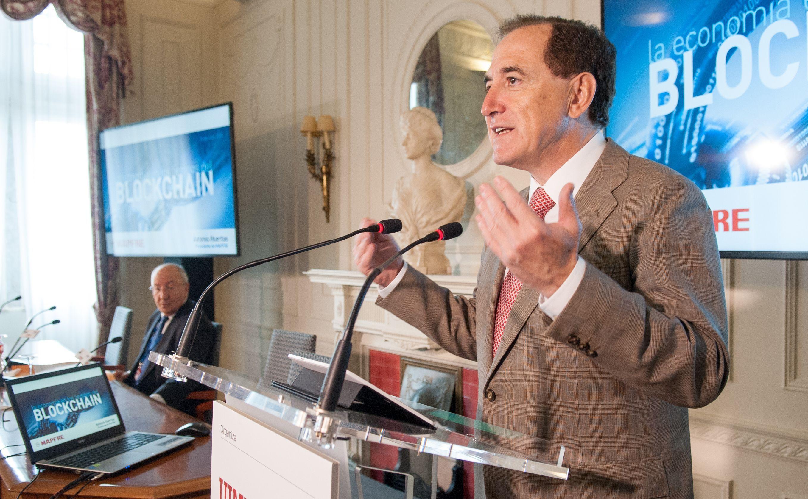 Antonio Huertas, Presidente de MAPFRE, en su intervención en el Curso de Economía organizado por la APIE en la Universidad Menéndez Pelayo de Santander.