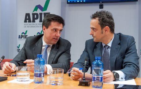 Ismael Clemente, CEO de Merlin Properties, y Adolfo Ramirez-Escudero, Presidente de CBRE España, en la mesa redonda dedicada al sector inmobiliario en el XXXI Curso de Economía organizado por APIE.
