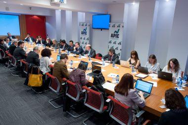 Vista general de la mesa redonda dedicada al sector inmobiliario en el XXXI Curso de Economía organizado por APIE.