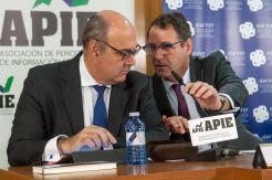 Francisco Uría, Socio Principal de kPMG (izquierda) y Jorge Yzaguirre, presidente de IEAF-FEF, en las II Jornadas sobre Resolución Bancaria organizadas por IEAF-FEF y APIE.