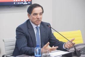 Angel Martínez-Aldama, Presidente de Inverco, durante el almuerzo de prensa con que concluyó la II Jornada, dedicada a las pensiones, del XXXII Curso de Economía organizado por APIE.