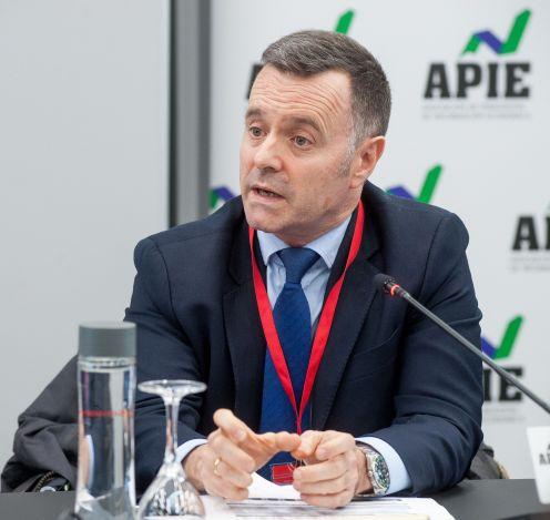 Eduardo Martínez Aragón, Director de Inversiones de Fondos de Pensiones de VidaCaixa, durante su intervención en la II Jornada del XXXII Curso de Economía organizado por APIE.
