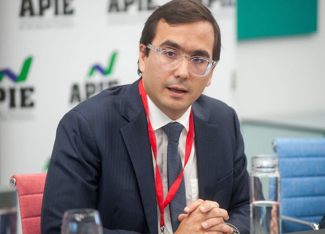 Javier Rouillet, vicepresidente de Global Sovereign Rates de DBRS, durante su intervención en la tercera jornada del XXXII Curso de Economía organizado por APIE.