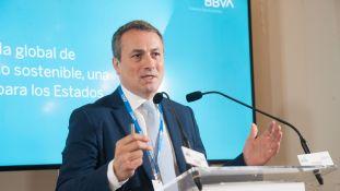 Antonio Ballabriga, Director Global de Negocio Responsable de BBVA, durante su intervención en el Curso de Economía organizado por la APIE en la UIMP.
