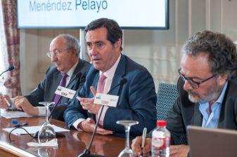 Antonio Garamendi, presidente de CEOE, durante su intervención en el Curso de Economía organizado por APIE en la UIMP de Santander.