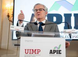 Sebastián Albella, presidente de la CNMV, durante su intervención en el Curso de Economía organizado por la APIE en la UIMP.