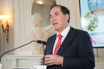 Antonio Huertas, presidente de Mapfre, durante su intervención en el Curso de Economía organizado por la APIE en la UIMP de Santander.