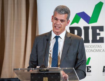 Javier Montalvo, de la Junta Directiva de APIE, en su discurso de entrega del accésit del Premio Secante a Amazon, que no envió a ningún representante a recogerlo.