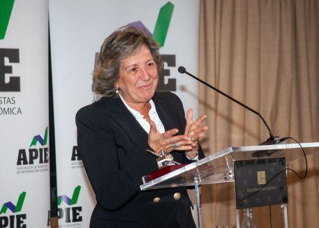 Pilar González de Frutos, Presidenta de UNESPA, durante su discurso de agradecimiento por recibir el accésit al premio Tintero.