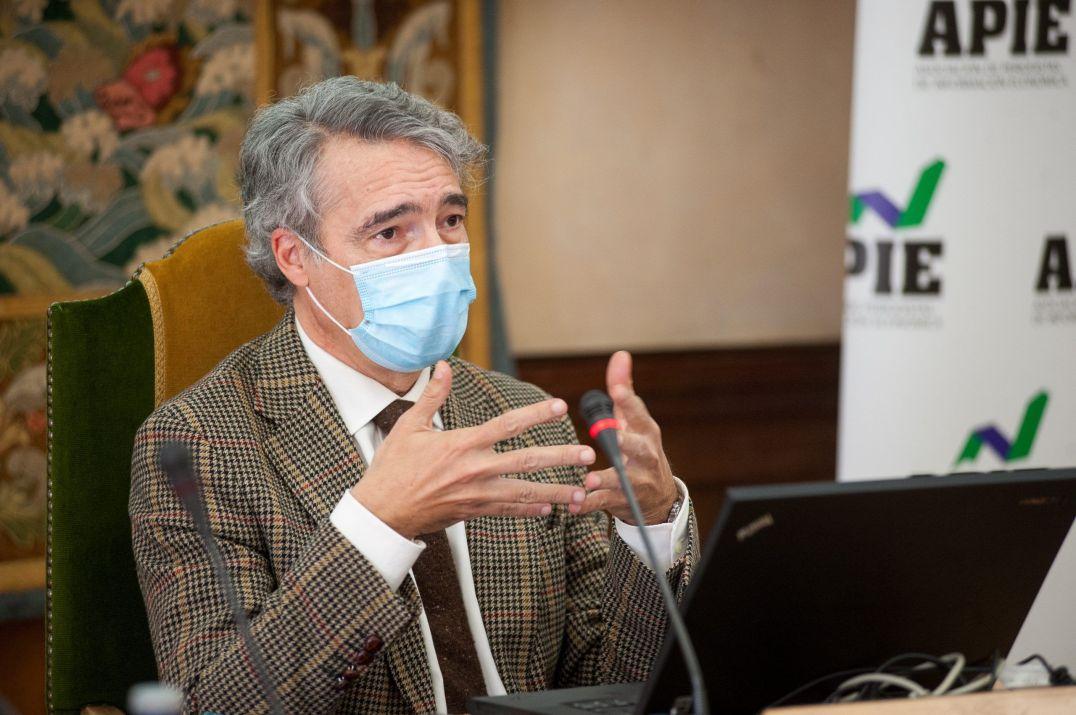 Gonzalo Escribano, Investigador Principal y Director del Programa de Energía y Cambio Climático del Real instituto Elcano, y Profesor Titular de Economía Aplicada en la UNED, en su intervención en la Jornada sobre Transición Energética organizada por la APIE.
