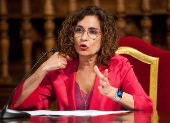 María Jesús Montero, Ministra de Hacienda y Portavoz del Gobierno, durante su intervención en la clausura de las Jornadas de Economía organizadas por APIE en la Universidad de Alcalá de Henares.