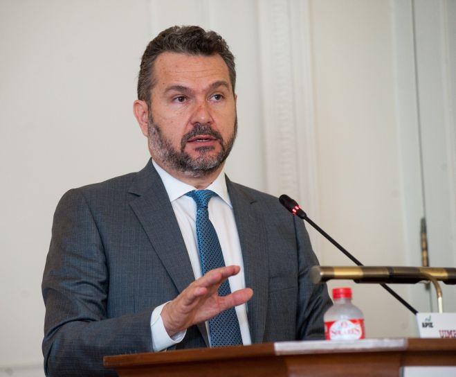 Rodrigo Buenaventura, presidente de la CNMV, durante su intervención en el curso de verano organizado por la APIE en la UIMP de Santander.