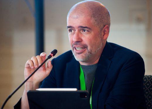 Unai Sordo, Secretario General de CCOO, durante la sesión protagonizada por los sindicatos en el curso de verano organizado por la APIE en l Universidad de Santander.