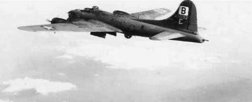 "95th Bomb Group B-17F (serial number 42-30182) ""Blondie II"" in the sky"