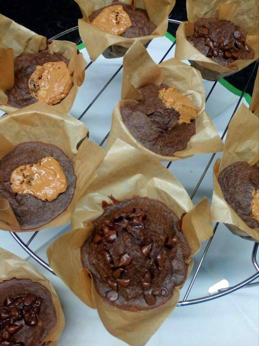 "Muffins de ""chocolate"" e manteiga de amendoim"