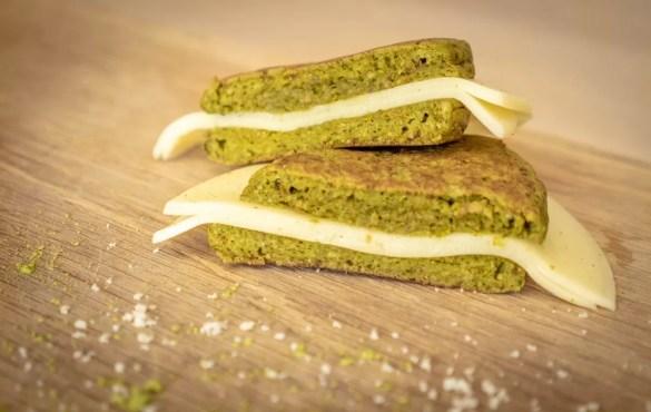 Pão verde low carb , para um pequeno-almoço saudável e rápido.