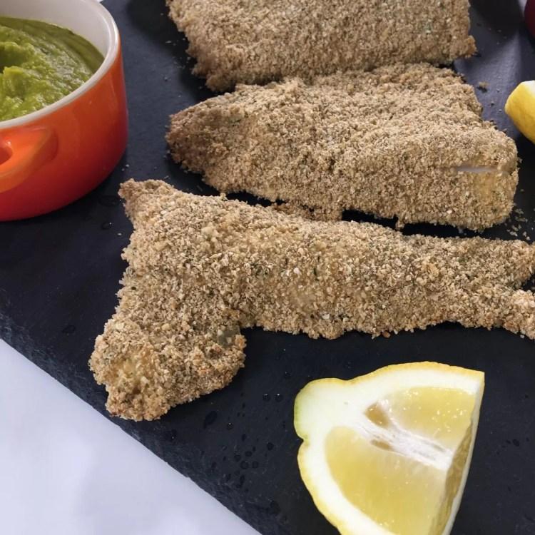 filetes de pescada saudáveis e puré de ervilhas - brasmar