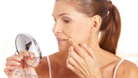 Προσοχή: Οι 5 καθημερινές συνήθειες που καταστρέφουν το δέρμα σου!