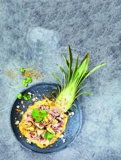 Wir lieben Salat - Mit Krabben und Zwiebeln in einer Ananas