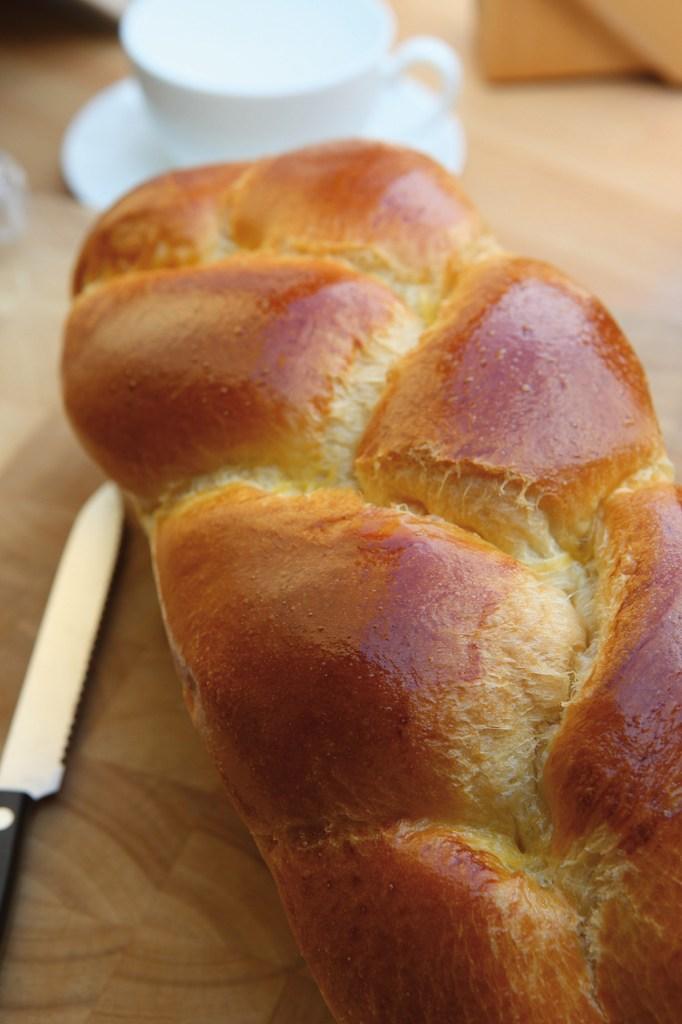 Fertig gebackener Allerheiligenstriezel. Rezepte aus der Steiermark