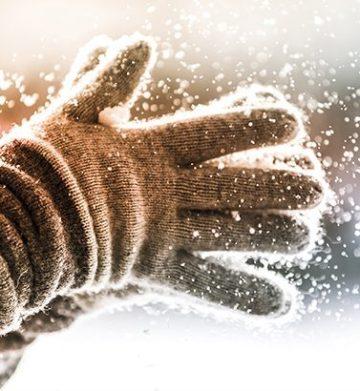 Handschuhe im Winter. Schnee. Handhygiene