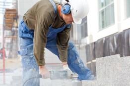 Bauarbeiter. feinstaubbelastung. Baustaub. Atembeschwerden