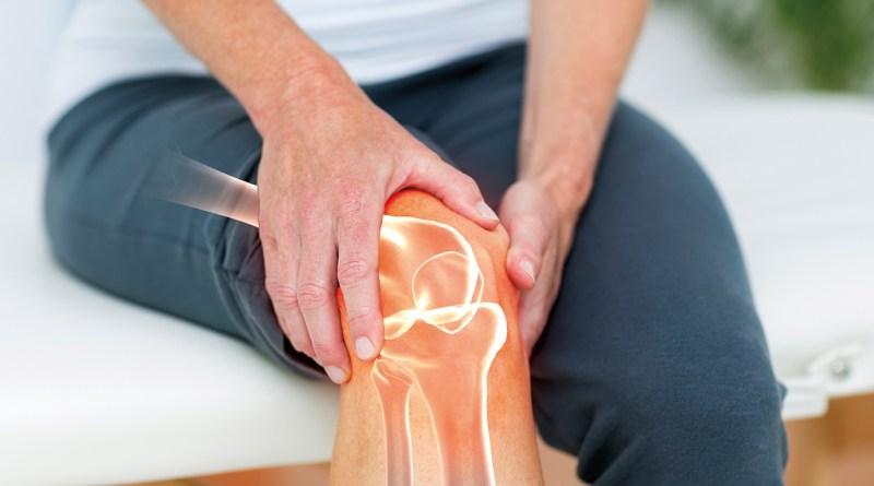 digitale Zusammenstellung eines Mannes mit Knieschmwerzen. Gelenkprobeme. Kniegelenk. Nahrung für die Gelenke