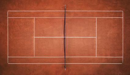 Tennisplatz. Sandtennisplatz von oben. Darm und Immunabwehr