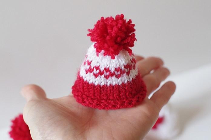 tricot petits bonnets grande cause patron apodioxe. Black Bedroom Furniture Sets. Home Design Ideas
