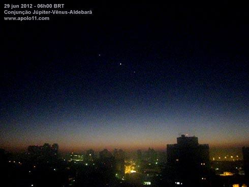 Conjunção planetária Vênus Júpiter Aldebarã
