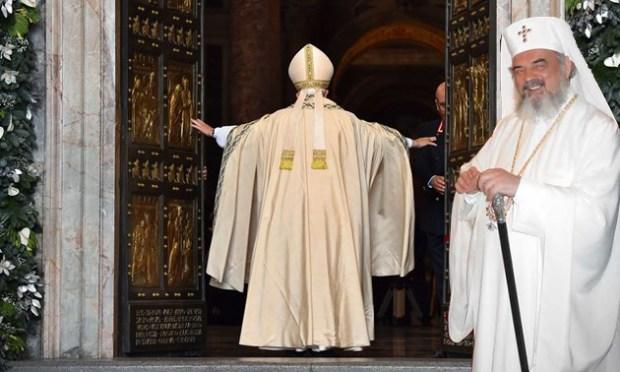 papa-francisc-la-catedrala-mantuirii-neamului