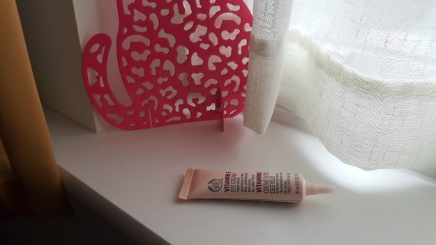 the body shop contour des yeux vitamine E