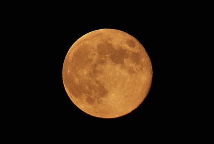 Πανσέληνος απόψε και ορατή έκλειψη σελήνης!
