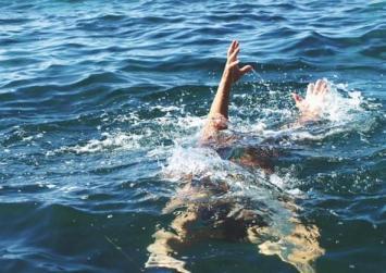 Παραλίγο πνιγμός 38χρονης στον Αφραθιά