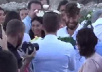 Ο πρώτος gay γάμος στη Μύκονο -Βέρες και πέταγμα ανθοδέσμης (βίντεο)