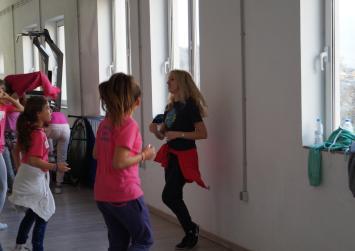 Τμήμα ενόργανης και μοντέρνου χορού από την Ακαδημία Ζαρού