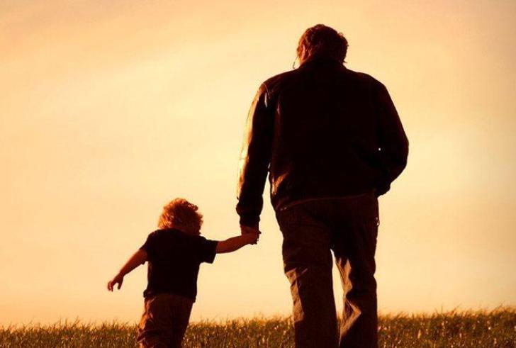 Δικαστήρια ξεκίνησαν να δίνουν την επιμέλεια παιδιών σε πατεράδες