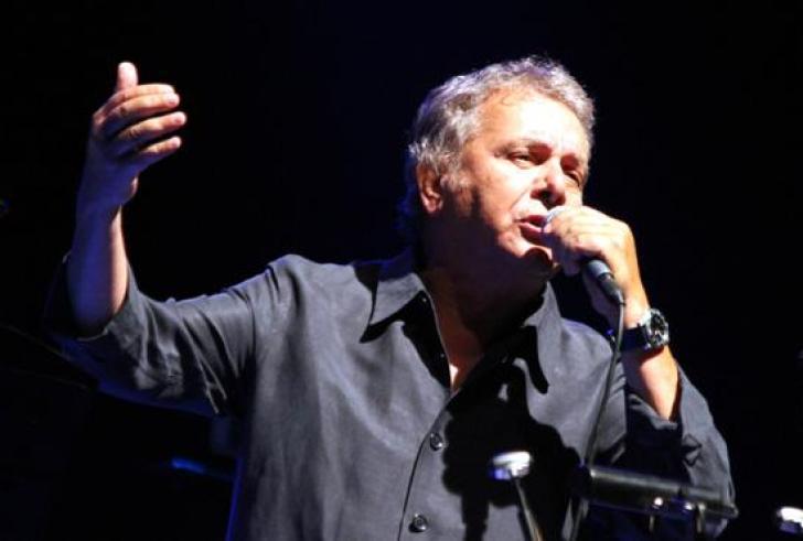 Σε χειρουργική επέμβαση υποβλήθηκε γνωστός τραγουδιστής