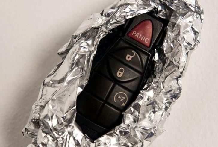 Γιατί να τυλίγετε σε αλουμινόχαρτο το κλειδί του αυτοκινήτου σας;