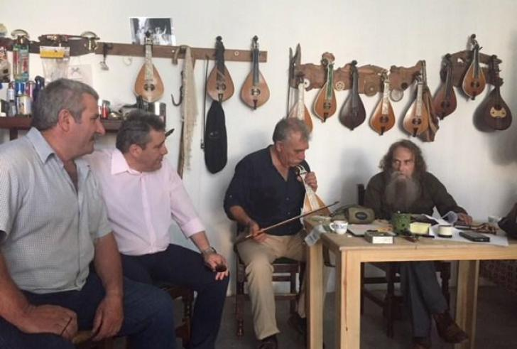 Ο Νίκος Ηγουμενίδης στην τιμητική εκδήλωση για τον Ξωπατέρα με τον Ψαραντώνη
