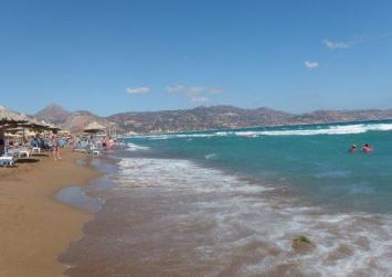 Απαγορεύτηκε η κολύμβηση σε παραλία του Ηρακλείου λόγω εκροής υγρών αποβλήτων