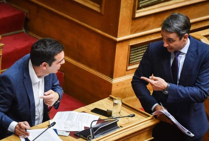 «Σφύριξαν» κάλπες: Προεκλογική αρένα η Βουλή με βαριές κουβέντες Τσίπρα-Μητσοτάκη