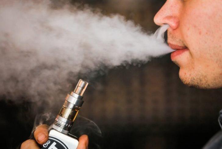 Καταγράφηκε ο πρώτος θάνατος που φαίνεται να συνδέεται με το ηλεκτρονικό τσιγάρο