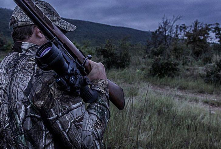 Απίστευτο περιστατικό: Κυνηγός, πρώην αστυνομικός, απείλησε θηροφύλακες με όπλο!