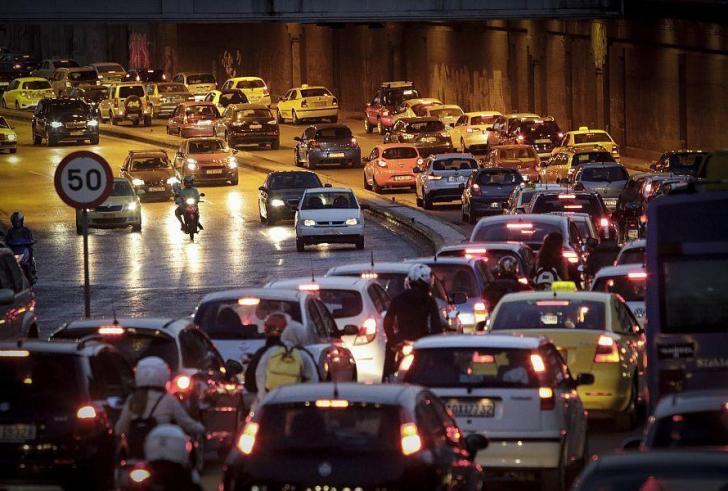 ΑΑΔΕ: Φρένο στην αναγκαστική ακινησία για ανασφάλιστα οχήματα