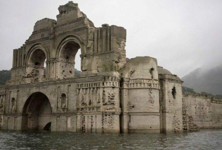 Δείτε τον ναό – φάντασμα που ξεπρόβαλε μέσα από ένα ποτάμι (φώτο)