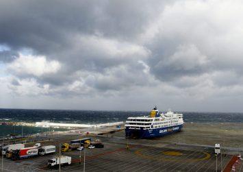 Δεμένα πλοία στα λιμάνια λόγω ισχυρών ανέμων