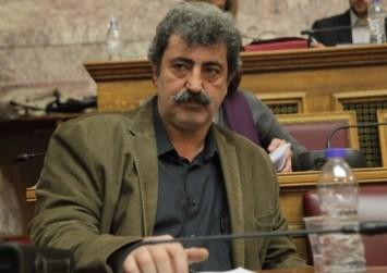 Ο Πολάκης απαντά στον Ευρωπαίο επίτροπο: Το τσιγάρο θα το κόψω όταν θέλω εγώ