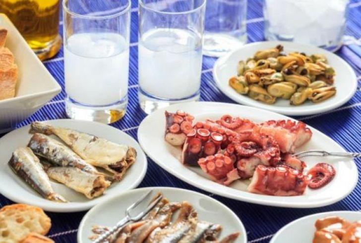 Καθαρά Δευτέρα 2019: Πόσες θερμίδες έχει το σαρακοστιανό τραπέζι